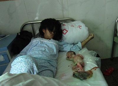 Feng Jianmei and her baby